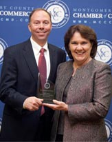 Linda Houk accepts the Small Business Leader of the Year Award